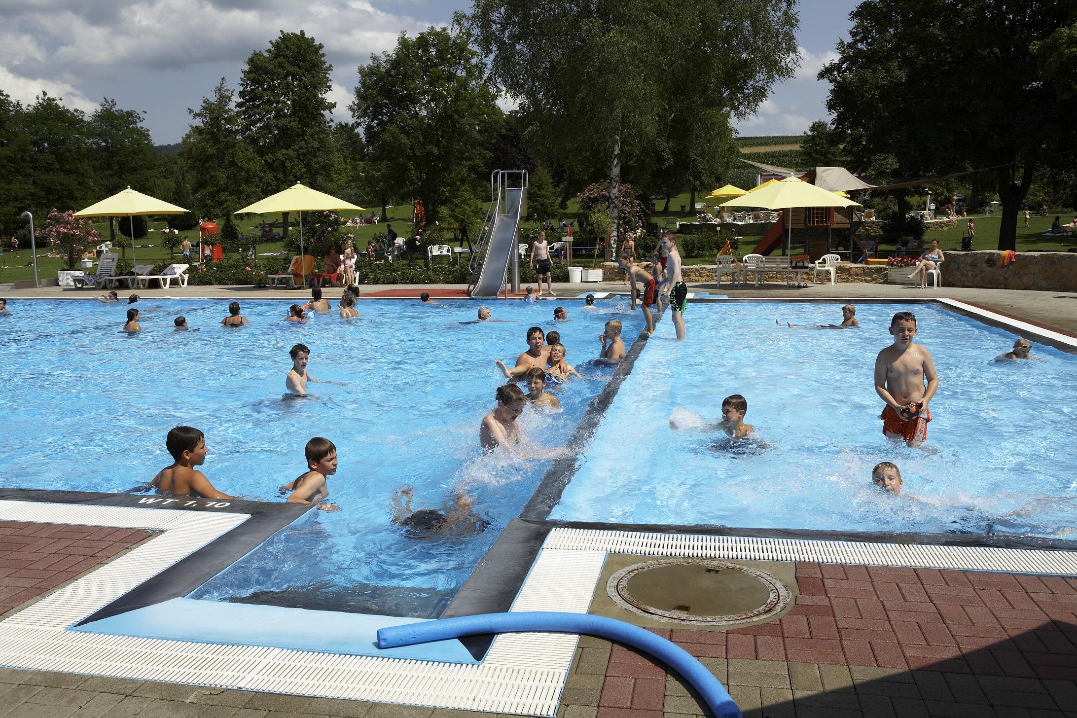 Freibad schwimmbad ettenheim unterk nfte ausflugsziele for Schwimmbad offenburg offnungszeiten