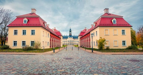 shutterstock.com - Andrew Mayovskyy - Schloss Hubertusburg