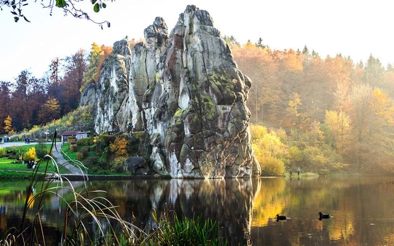 Die Externsteine sind ein Symbol für den Teutoburger Wald