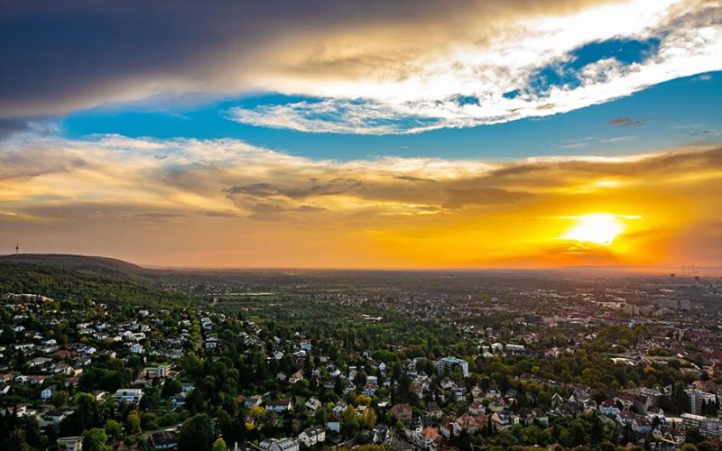 Wunderschöner Blick über die Fächerstadt Karlsruhe nach einem Regenguss