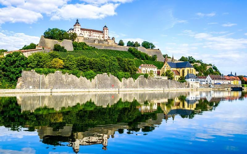 Würzburg vom Main aus gesehen