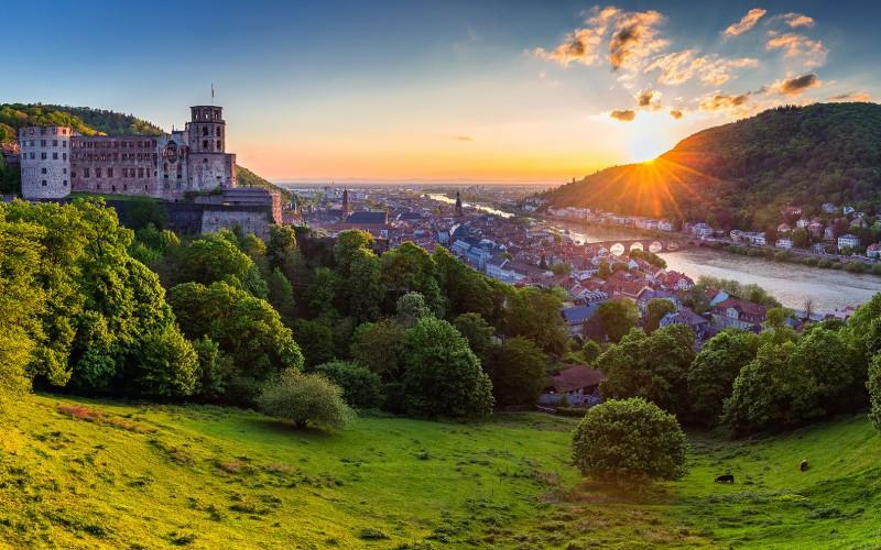 Die mittelalterliche Stadt Heidelberg mit ihrem berühmten Schloss