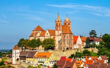 Das Wahrzeichen der Stadt Breisach, das Stephansmünster, ist weithin sichtbar