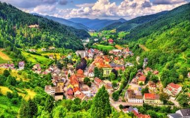 Blick auf Hornberg in den Bergen des Schwarzwalds