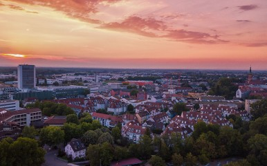 Stadtbild von Offenburg im Sonnenuntergang